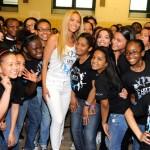 Beyoncé visita por sorpresa un colegio para bailar con los alumnos