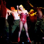 Lady Gaga recibi un aparatoso golpe en su ltimo concierto y responde a la polmica con Madonna