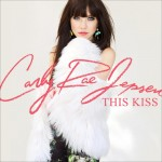 Carly Rae Jepsen estrena su nuevo single 'This Kiss'