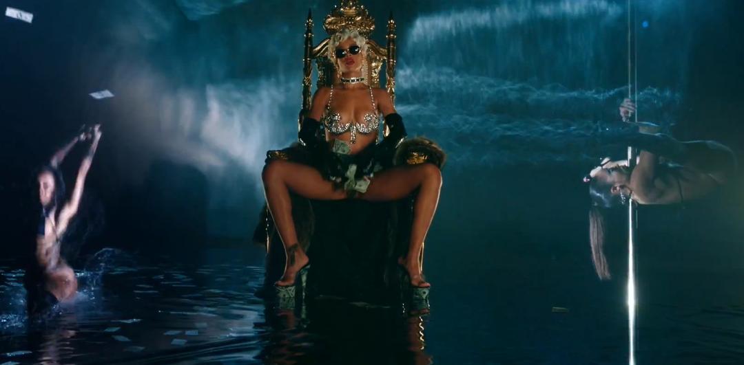 Rihanna-Pour-It-Up-video
