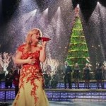 Kelly Clarkson estrena un vídeo promocional de su tema navideño 'Underneath The Tree'