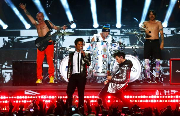super_bowl_xlviii_halftime_bruno-mars-red-hot-chili-peppers