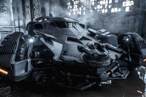 Batman-v-Superman-Dawn-of-Justice-foto-dal-set-con-la-nuova-Batmobile-6