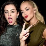 Rita Ora y Charly XCX son ladronas en el vídeo de 'Doing It'