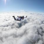 Sufre un ataque epiléptico haciendo paracaidismo
