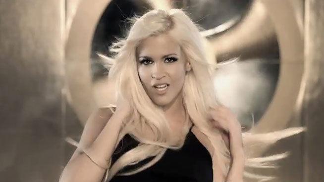 Ylenia-presenta-nuevo-videoclip-Pegate