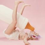 Miley Cyrus hace de niña pequeña en el videoclip de 'BB Talk'