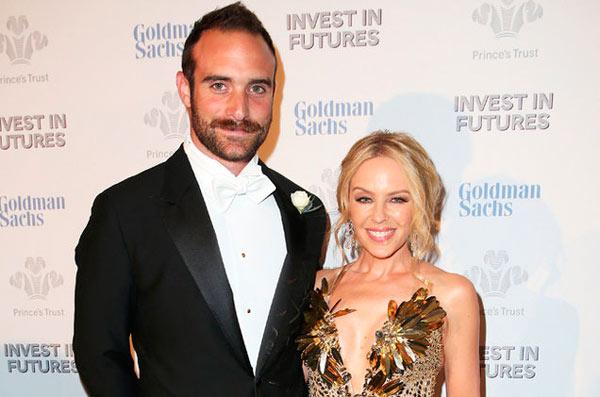Kylie-Minogue-anuncia-su-compromiso-con-Joshua-Sasse