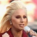 Lady Gaga cambia de look para cantar el himno de EE.UU en la Super Bowl 2016