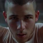 Nick Jonas y Tove Lo bailan en ropa interior en el vídeo de 'Close'