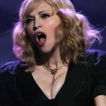 Madonna canta 'Can't Get You Out Of My Head' de Kylie Minogue