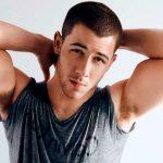 Nick Jonas estrena el vídeo de Chainsaw