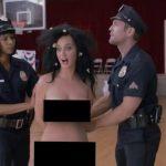 Katy Perry vota desnuda