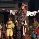 Johnny Depp hace de Sparrow en Disneyland