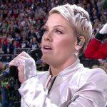 P!nk interpreta el himno nacional de EE.UU en la Super Bowl