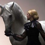 Madonna huye enfadada de Portugal porque no le dejaron meter un caballo en un un palacio.