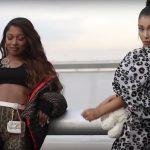 Ariana Grande y Victoria Monet hablan de su bisexualidad en el videoclip de Monopoly