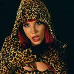 Halsey rinde tributo a las divas del pop en su nuevo vídeo